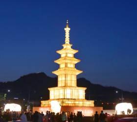 올해 연등행렬 맨 앞줄엔 북한 전통등 19점