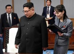 [서소문 사진관] 레드카펫 밟은 북 실세 김여정 '앗! 나의 실수'