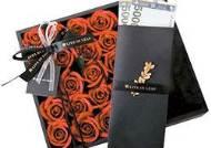 카네이션 꽃다발 속에 용돈 봉투 … 올해 어버이날 선물 실속형 대세