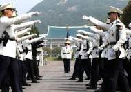 [서소문사진관]처음 선보인 청와대 경비대 근무교대식.