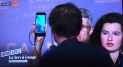 [2018 <!HS>칸<!HE><!HS>영화제<!HE>] 장 뤽 고다르<!HS>,<!HE> 스마트폰 화면으로 기자회견 등장
