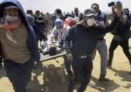 """""""이스라엘군이 팔레스타인 시위대에 실탄 발포해 37명 사망"""""""