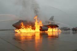 [서소문사진관]불타는 비행기에서 탈출, '항공기 사고 위기대응 종합훈련' 열려