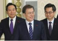 """경기 논란 불붙인 OECD 경기선행지수…""""한국 9개월 연속 하락 수축 국면"""""""