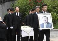 [서소문사진관]구본무 회장, 소박한 장례식 후 자연으로 돌아가다