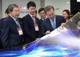 LG는 투명, 삼성은 S자 물결 … 차세대 디스플레이 경쟁