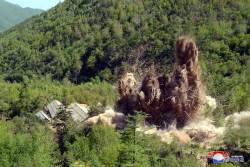 [사진] 북한 풍계리 <!HS>핵실험<!HE>장 폐기 장면 일부 공개