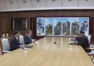 29일만의 긴급 정상회담 왜?···남북미 정상회담 가능성