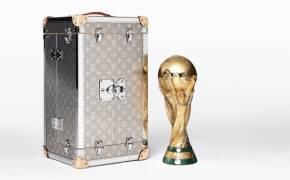 월드컵 우승 트로피를 위해 특별 제작된 루이비통 가방