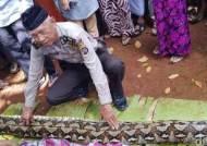 7m 길이 비단뱀, 밭일하던 여성 통째로 삼켜