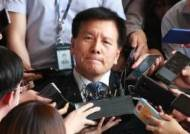 '양대노총 와해공작 의혹' 이채필 前장관, 12시간 檢 조사 후 귀가
