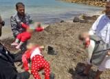 지중해 난민 100여명 실종, 늑장구조 논란…여아 3명은 숨진 채 발견