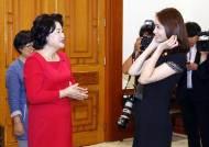 [사진] 청와대 간 '3억 기부자' 윤아