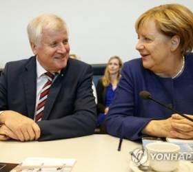 독일 대연정 붕괴위기 해소…<!HS>메르켈<!HE> 난민 포용책 본격 후퇴