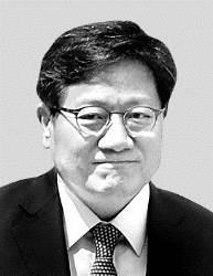 강대희 서울대 총장 후보, 기자 <!HS>성<!HE>희롱 논란 이어 동료 여교수 <!HS>성추행<!HE> 주장까지