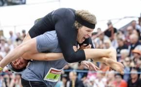[서소문사진관]또 하나의 월드컵…아내 업고 달리기