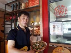 피자 한판에 전복 8마리…전국 유일의 '전복피자' 아시나요
