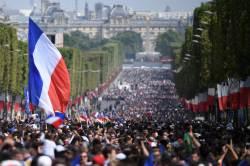 '월드컵 선전'에 수십만 인파, 열띤 환영...프랑스도, 크로아티아도, 웃었다
