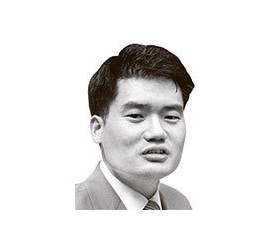 [<!HS>강찬호의<!HE> <!HS>시시각각<!HE>] 민주당 새 대표, 임기 못 채울 수도 있다