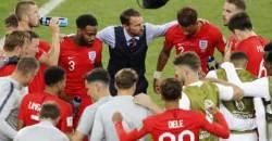 비록 졌지만…텅 빈 경기장서 가족들 위로받은 잉글랜드 감독