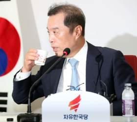"""골프대회 관계자 """"김병준 비대위장 프로암 비용은 40만원+@"""""""