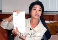 '난방열사' 김부선, 아파트 관리소장 폭행 2심도 벌금형