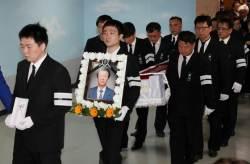 '민주화 아버지' 박정기씨 아들 박종철 옆에 나란히 묻히다