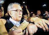 김기춘 562일 만에 석방 … 구치소 앞 시위대 몰려 40분 혼란