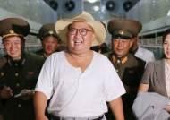 얇은 반팔, 망사 모자···김정은 인민복도 벗긴 북한 폭염