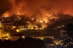 [<!HS>서소문사진관<!HE>]불타는 지구...포르투갈·스페인도 대형산불 번져