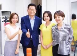 """[밀착마크]송영길 """"동갑에 상급자였던 당 대표? 文 대통령 불편해"""""""