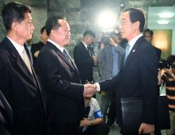 <!HS>문재인<!HE>-김정은 3차회담, 9월 평양서 열린다
