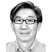 [시론] <!HS>문재인<!HE> 정부의 경제 정책과 국가주의 논란