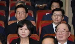 """이재명·김경수, <!HS>김대중<!HE> 전 대통령 추도식 참석… """"두렵지만 용기내겠다"""""""