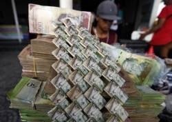 100만% 인플레 베네수엘라, 새 돈 찍고 최저임금 60배 인상