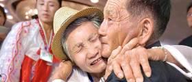 [서소문사진관]눈물바다된 60여년만의 <!HS>이산<!HE>가족 <!HS>상봉<!HE> 그 현장