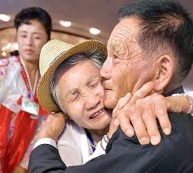 [서소문사진관]눈물바다된 60여년만의 이산가족 상봉 그 현장