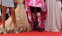 [서소문사진관] 베니스영화제 레드카펫 위에서 빛난 '아름다운 장애'