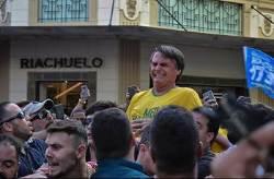 [서소문사진관] '브라질의 트럼프' 대선 유세 도중 피습, 복부 찔려