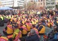 """국회 진격한 택시기사들 """"카풀 OUT""""…딜레마 빠진 민주당"""