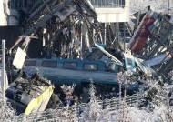 종이처럼 구겨진 열차, 터키서 열차사고 9명 사망·수십 명 부상