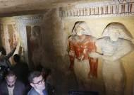 """[서소문사진관] 4500년 만에 깨어난 이집트 왕조 사제···""""보존 완벽"""""""