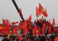 태극기도, 사진도 함께... 베트남 하노이 속 '박항서 열풍'