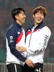 '킹의조' 황의조, 손흥민 제치고 KFA 올해의 선수 오를까