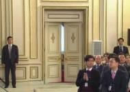 경제 묻자 굳은 표정, 북한 이슈엔 미소…회견 압축한 두 장면