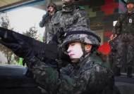 흰 유니폼 대신 군복…K-2 소총 든 '한국 나이팅게일 후예'