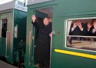 [서소문사진관]김정은, 김여정과 전용열차 타고 하노이로 출발, 이설주는 안 보여