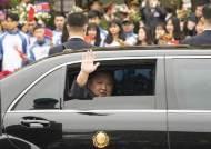 """김정은 베트남 도착 일성 """"매우 행복하다, 감사하다"""""""