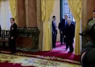 회담 전 김정은 30시간 회의할 때, 트럼프 17조 세일즈 했다