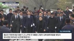 """황교안, 봉하마을 찾아 """"노무현 통합·나라사랑 정신 기억"""""""